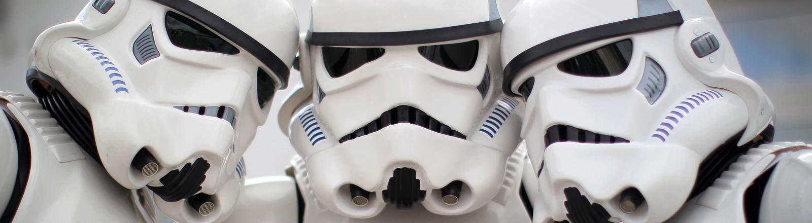 Drei Stormtrooper kommen am 27.09.2014 zum Science Fiction-Treffen im Technik Museum in Speyer.