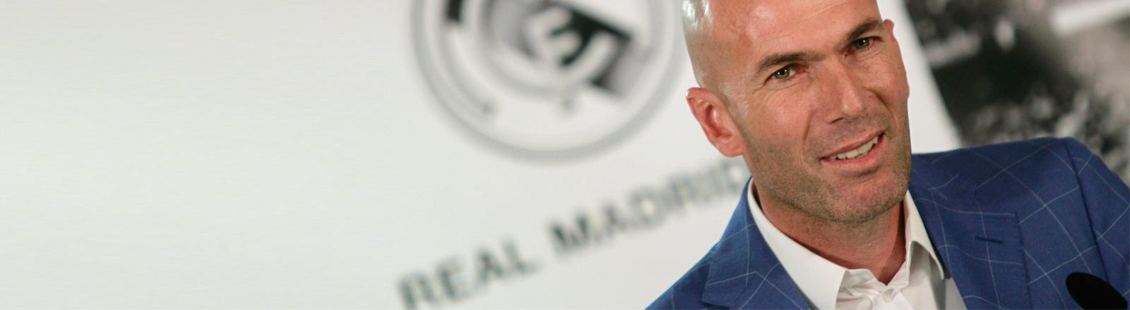 Zinedine Zidane auf einer Pressekonferenz bei Real Madrid.