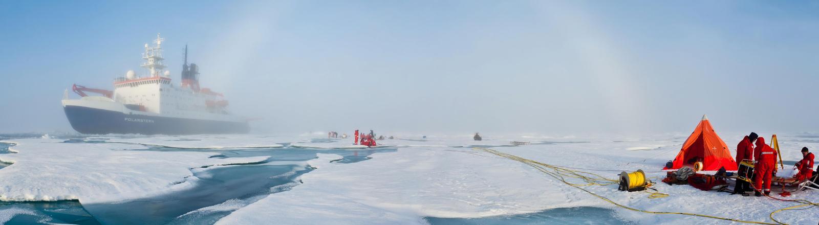 Das Forschungsschiff Polarstern von Alfred-Wegener-Institut in Bremerhaven im Einsatz.
