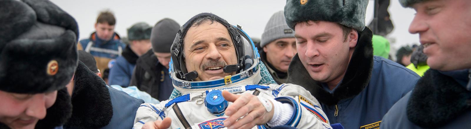 Der russische Astronaut Mikhail Kornienko bei seiner Rückkehr nach rund einem Jahr auf der internationalen Raumstation ISS.