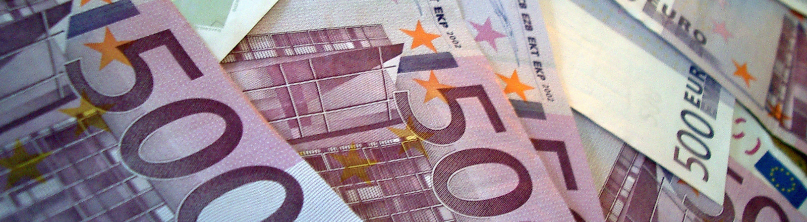 Ein Haufen von 500-Euro-Scheinen.