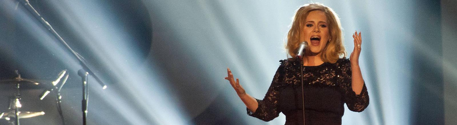 Adele bei einem Konzert in London 2012.