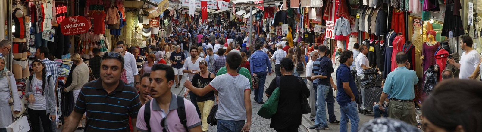 Mahmutpasa Yokusu Straße beim Großen Bazar in Instanbul