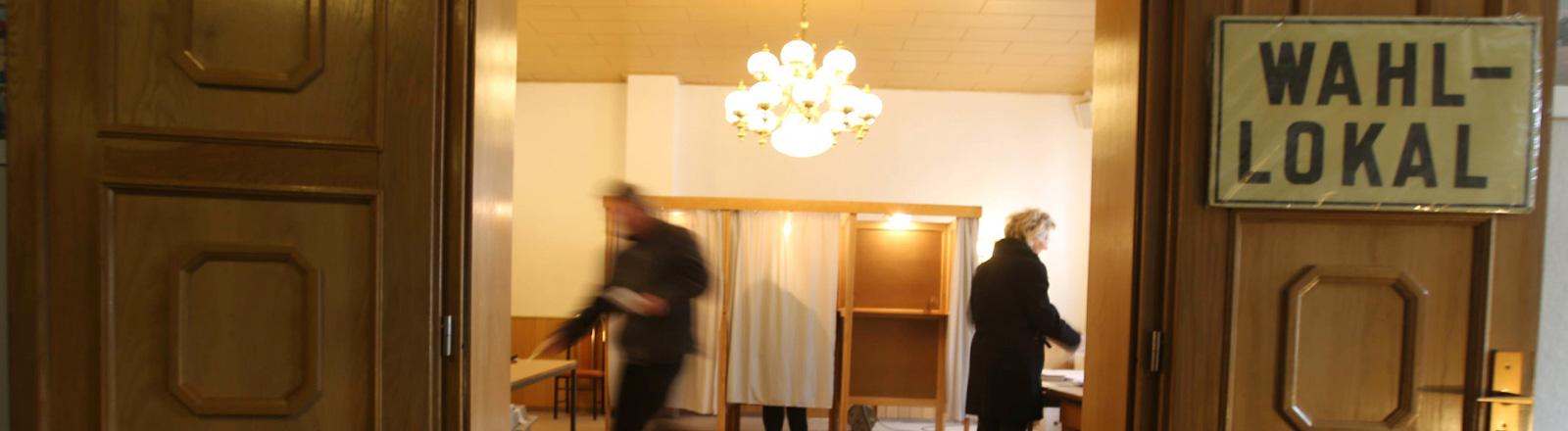 Blick in ein Wahllokal.