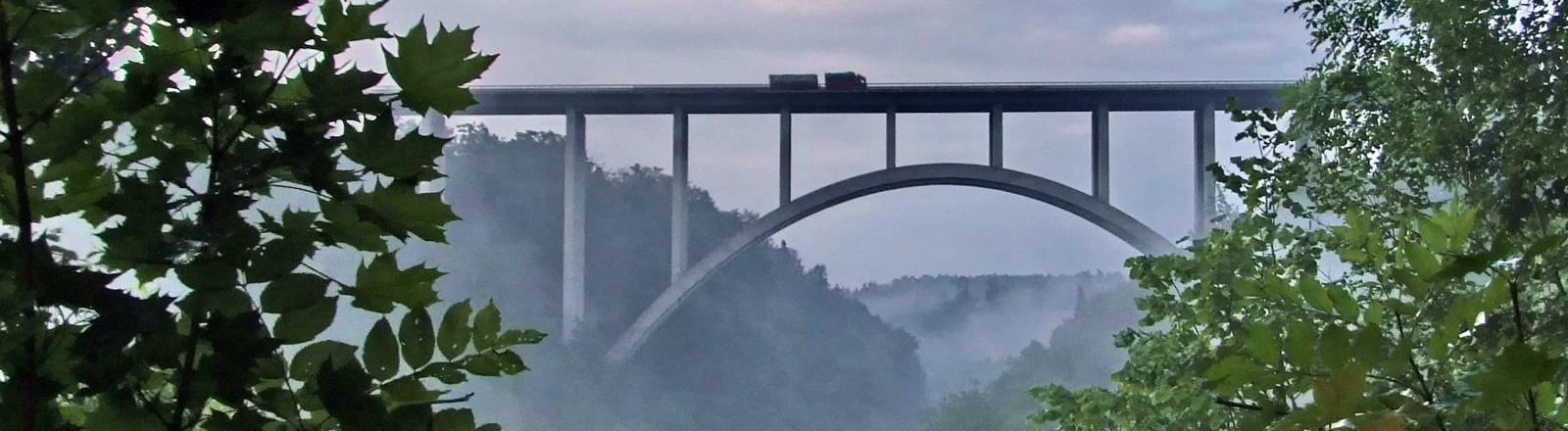 Eine Brücke über dem Schwarzwald bei Rottweil.