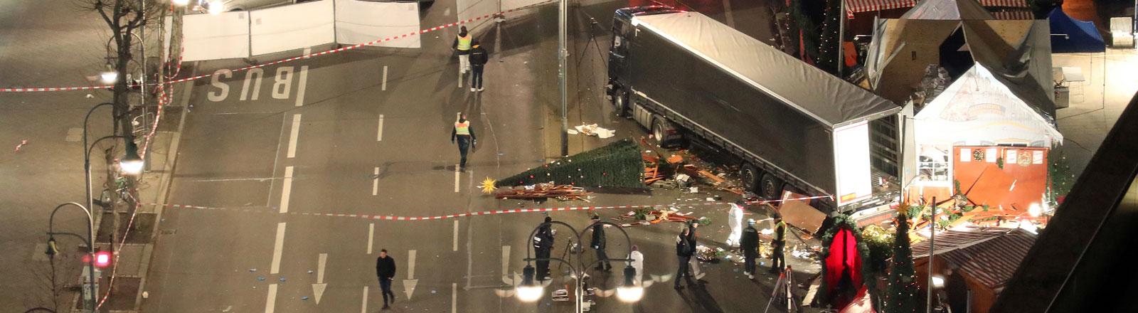 LKW rast in Weihnachtsmarkt in Berlin