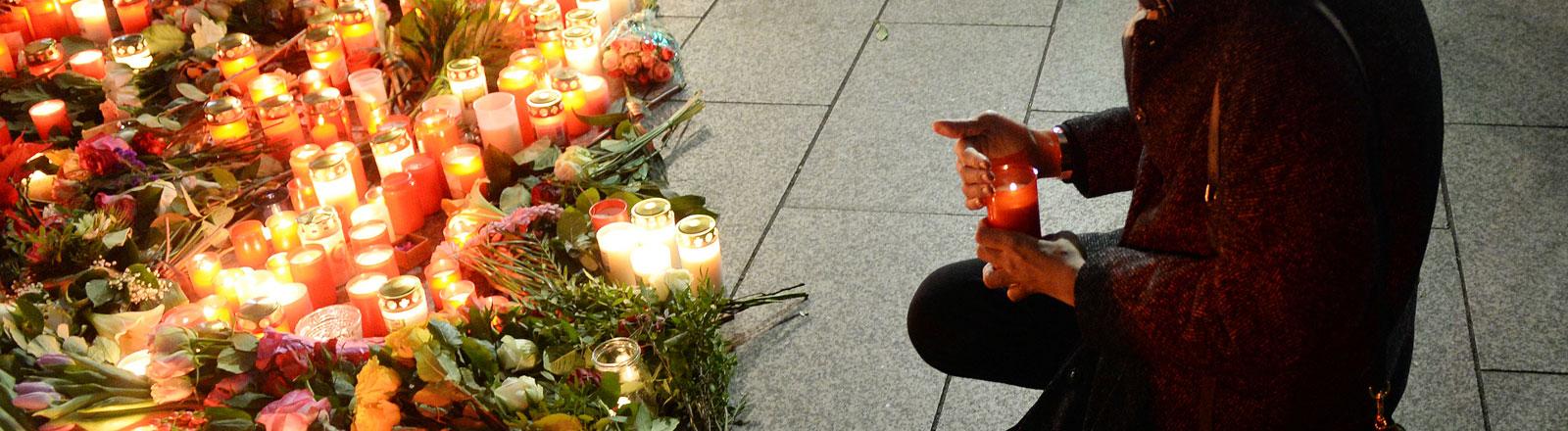 Kerzen vor der Gedächtniskirche nach dem Anschlag auf den Berliner Weihnachtsmarkt