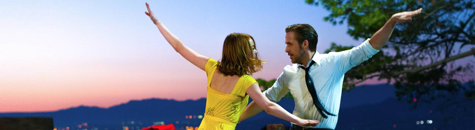 """Eine Szene aus dem Film """"La La Land"""" mit Ryan Gossling und Emma Stone."""