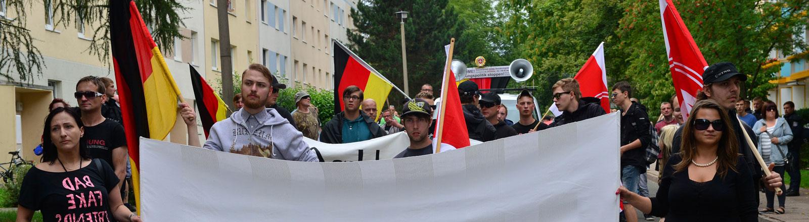 NPD-Anhänger demonstrieren am 29.08.2015 in Eisenach