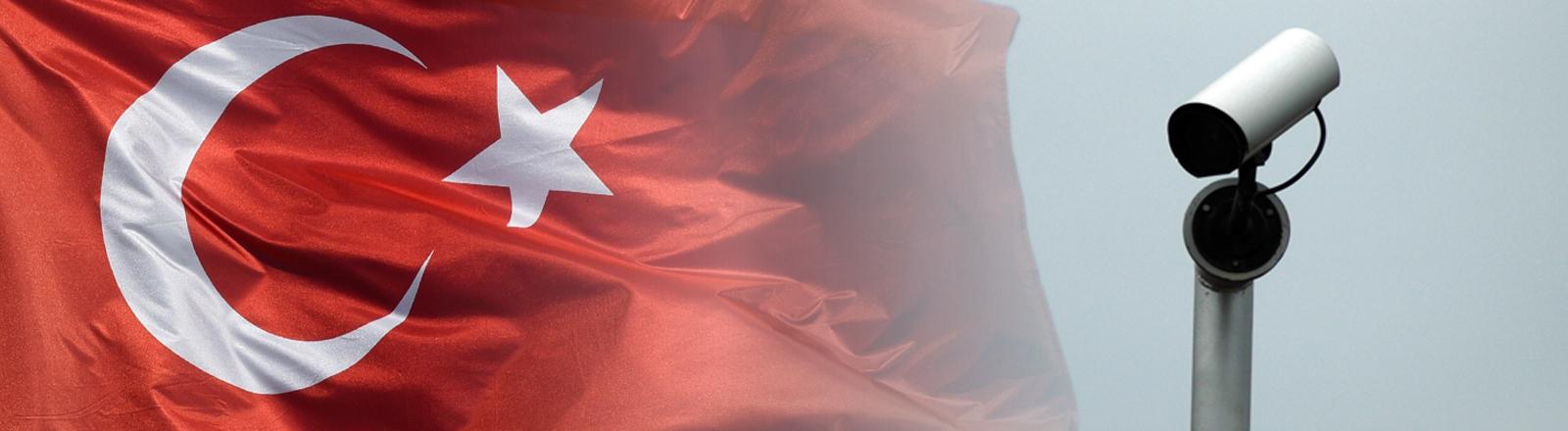 Eine türkische Flagge und eine Überwachungskamera
