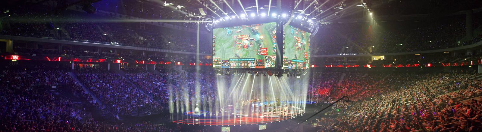 ESports Berlin 31.10.2015, Mercedes-Benz-Arena: LoL League of Legends by Riot Games Finals 2015