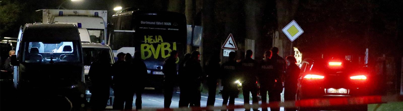 Der Bus des BVB nach dem Anschlag