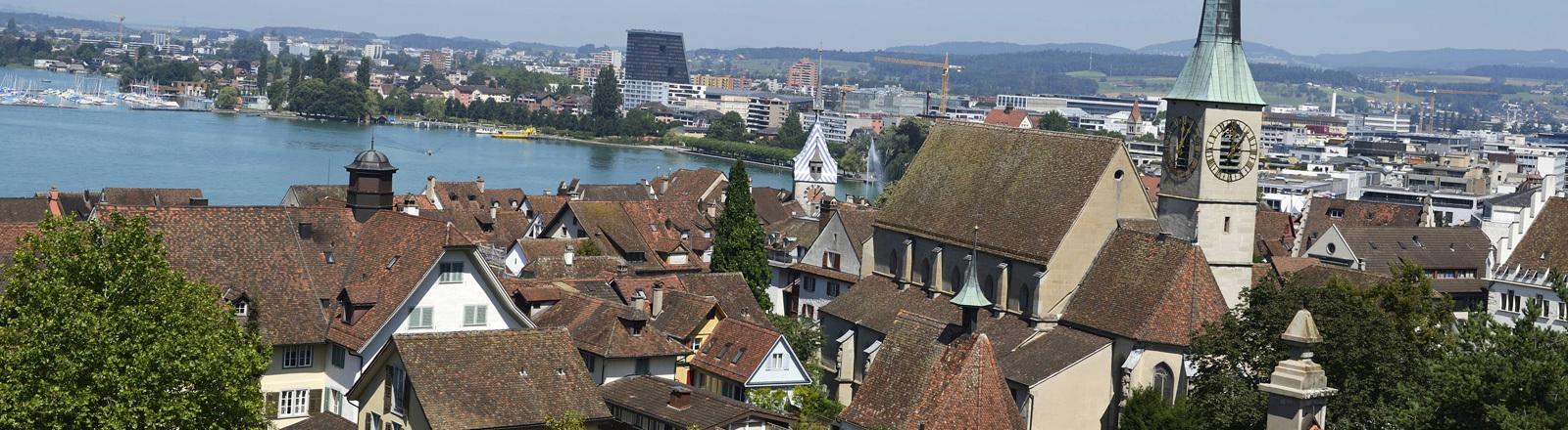 Blick auf die Altstadt der Stadt Zug in der Schweiz.