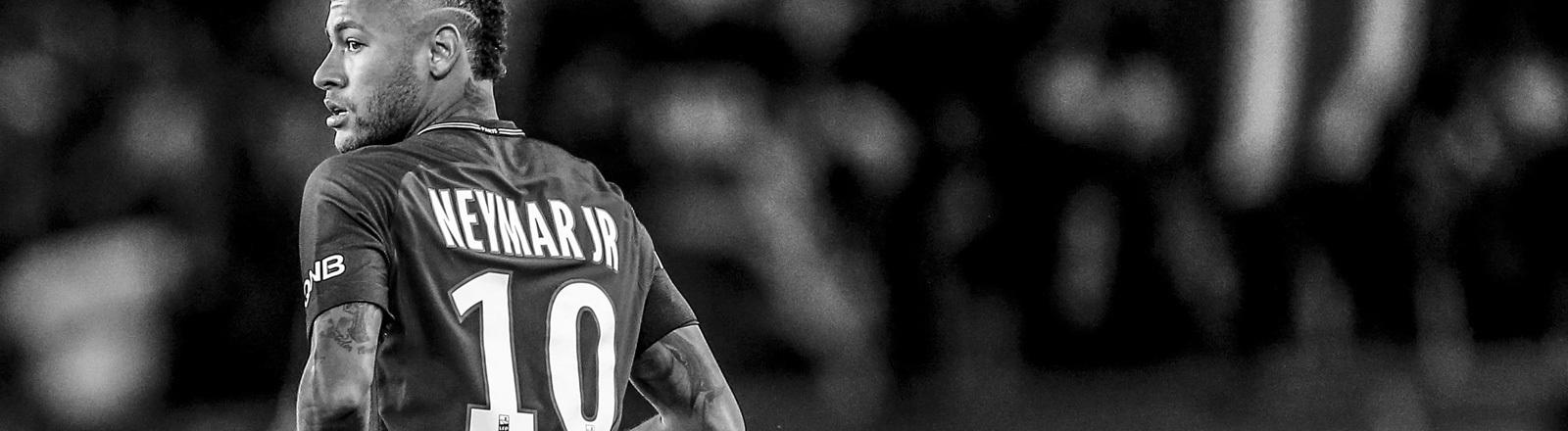 Schwarz-Weiß-Foto des Fußballspielers Neymar JR; Foto: dpa