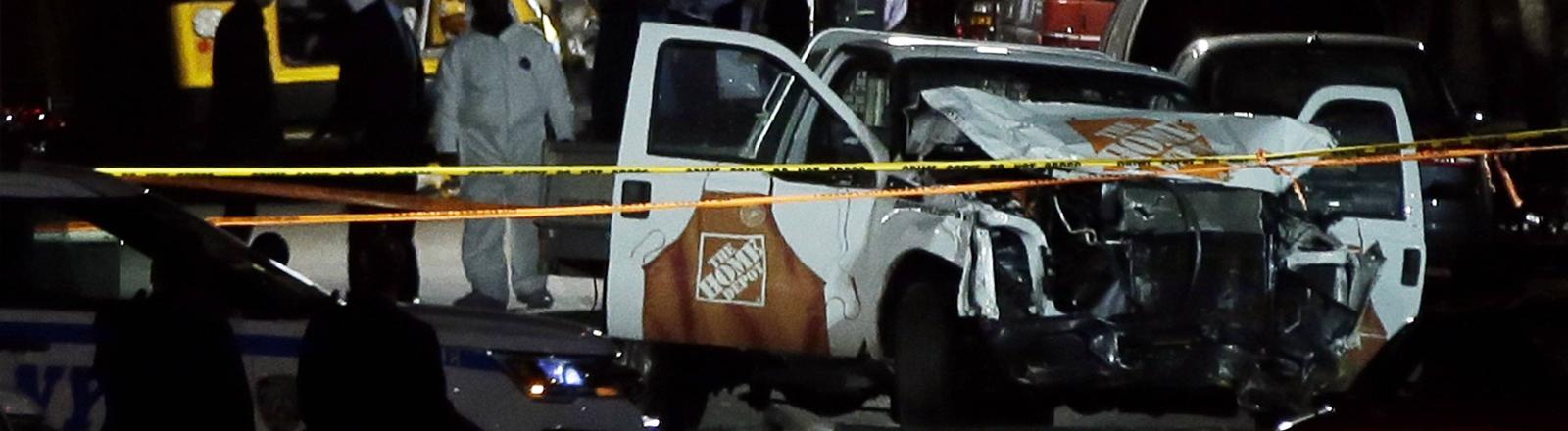 Der kaputte Pick-up, mit dem der Terrorist gefahren ist
