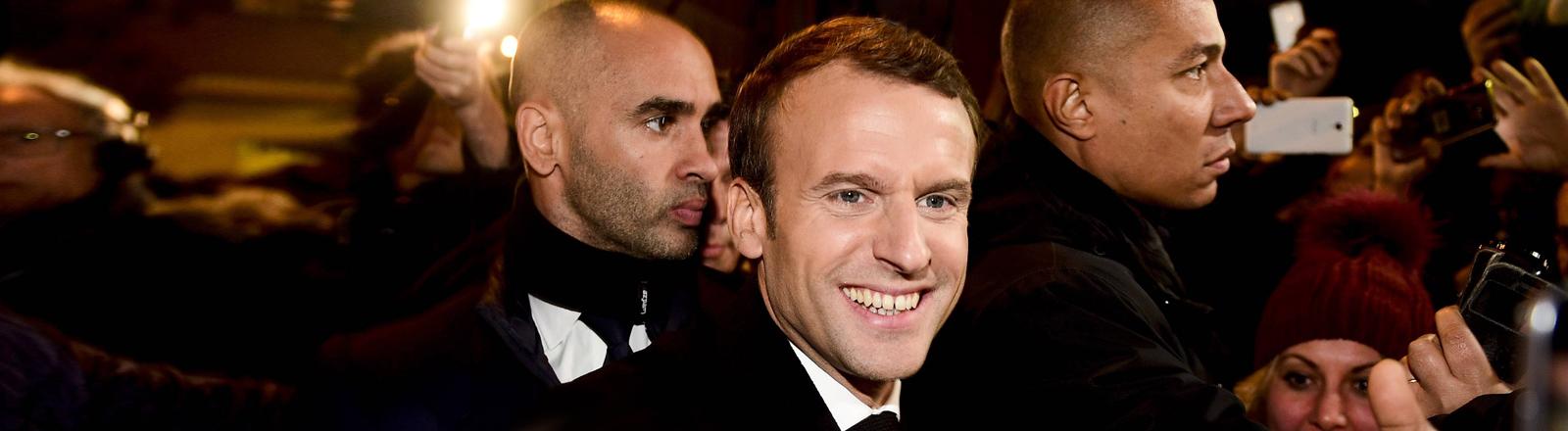 Emmanuel Macron in Menschenmenge