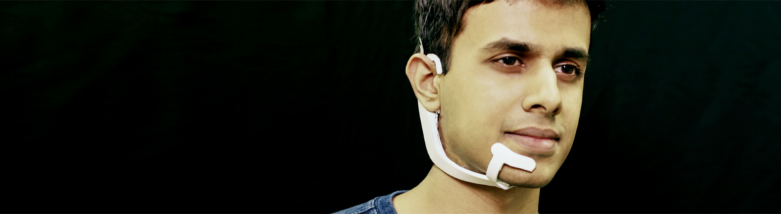 Entwickler der Forschungsgruppe mit Alterego-Headset