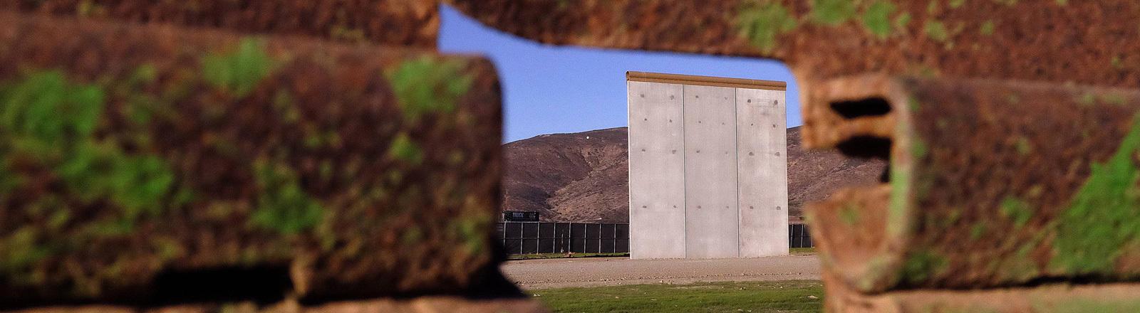 Zwischen den USA und Mexiko soll eine Mauer gebaut werden. Einzelne Mauerabschnitte wurden als Prototypen bereits aufgestellt (22. Januar 2018).