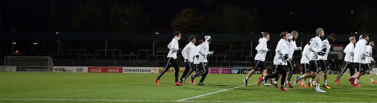 Die deutsche Fußball-Nationalmannschaft bei einem Training.