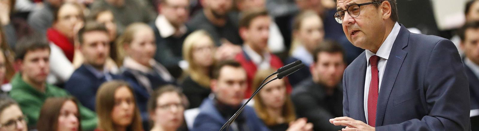 Am 12.12.2017 hält Sigmar Gabriel an der Uni Bayreuth eine Vorlesung.