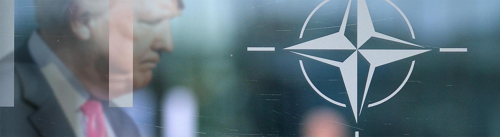 Donald Trump hinter dem Nato-Symbol.