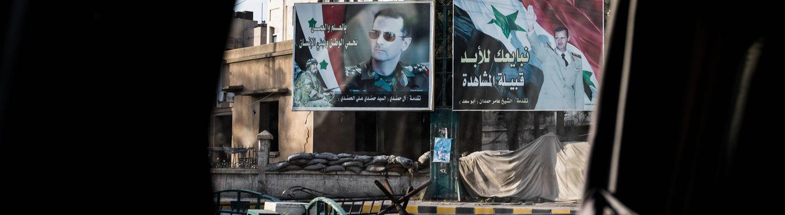 In der geteilten Stadt Qmischli. Kontrollposten mit Assad-Plakaten.