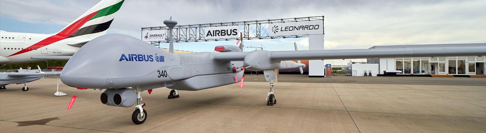 Drohne des Typs Heron TP des Rüstungsunternehmens Israel Aerospace Industries bei der Internationalen Luft- und Raumfahrtausstellung in Berlin am 29.04.2018