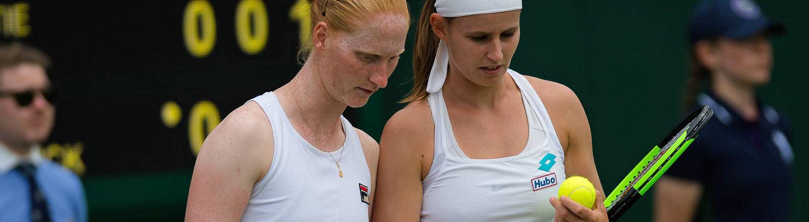 Alison Van Uytvanck und Greet Minnen spielen gemeinsam als Doppel in Wimbledon (3. Juli 2019)