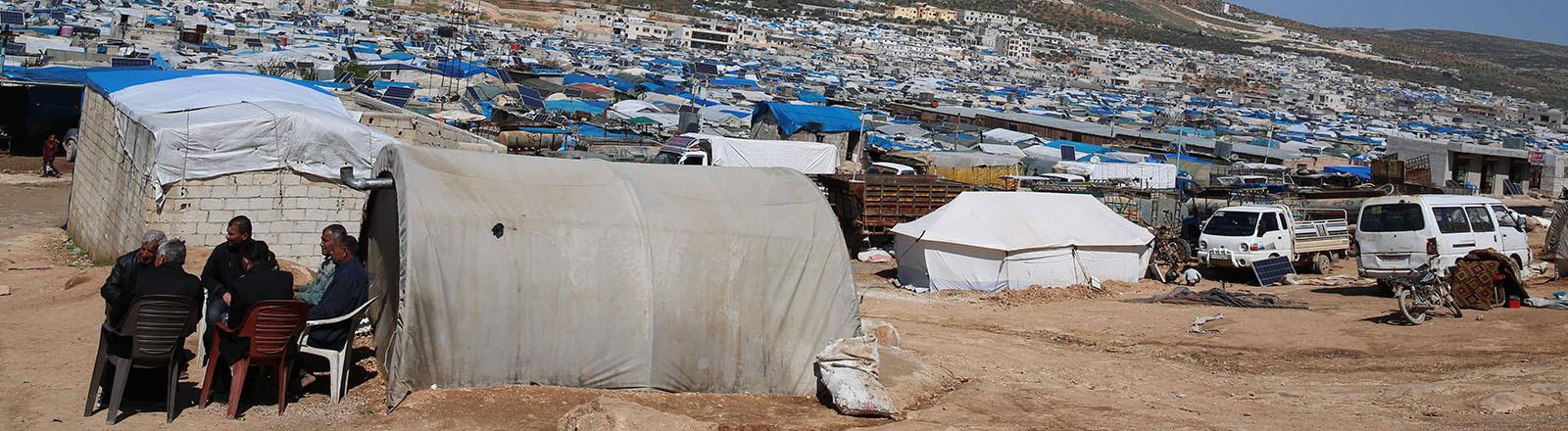 Blick auf das Flüchtlingslager in Atma in der syrischen Provinz Idlib (22.03.2020)