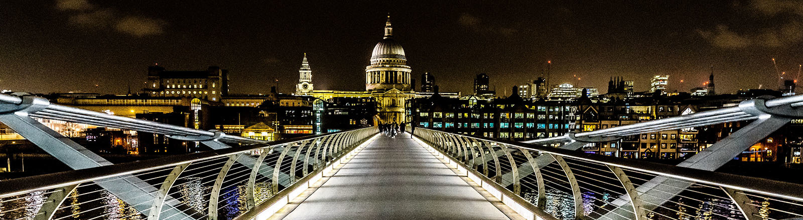 Blick auf die Millennium Bridge in London.