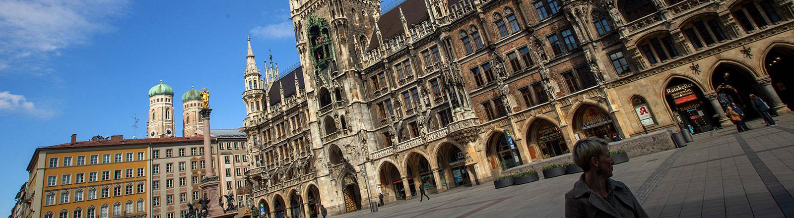 Blick auf das Müncher Rathaus und den Marienplatz (31.03.2020)