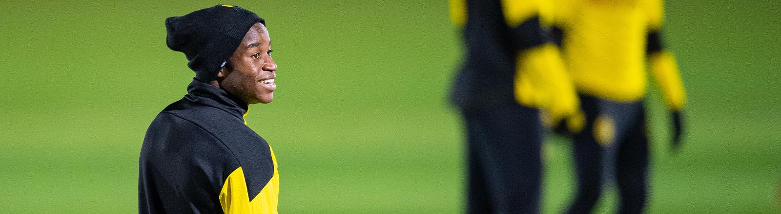Yousoufa Moukoko beim Abschlusstraining des BVB vor dem Champions League Spiel gegen Brügge