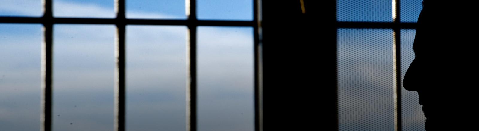 Ein Mann im Gefängnis
