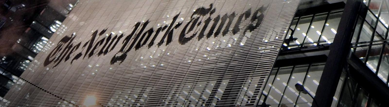 Logo der New York Times an einem Hochhaus