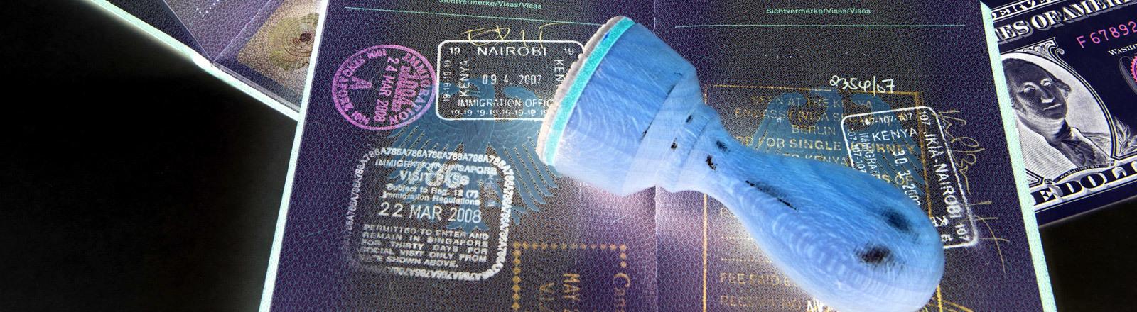 Ein Stempel auf einem Reisepass