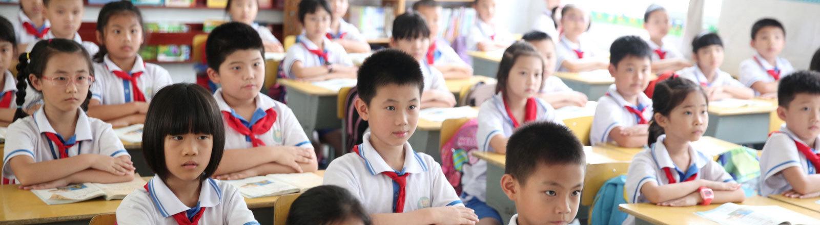 Schüler in einem Klassenraum in China