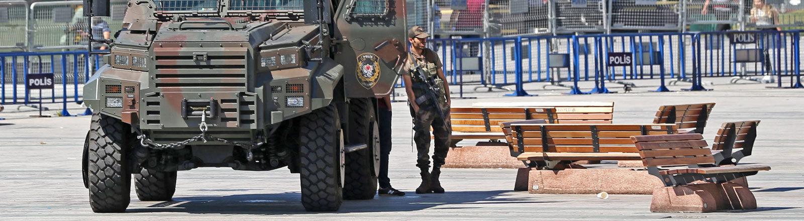 Ein Militärfahrzeug in der Türkei