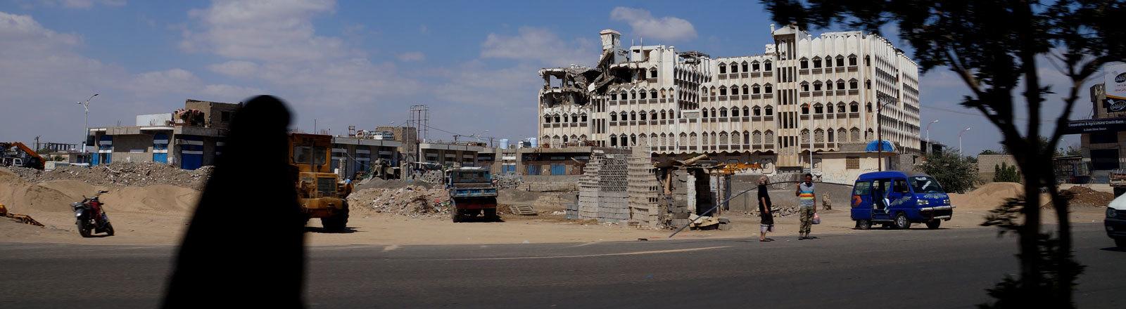 Ein zerstörtes Gebäude im Jemen