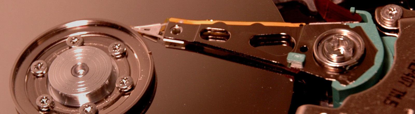 Eine geöffnete Festplatte