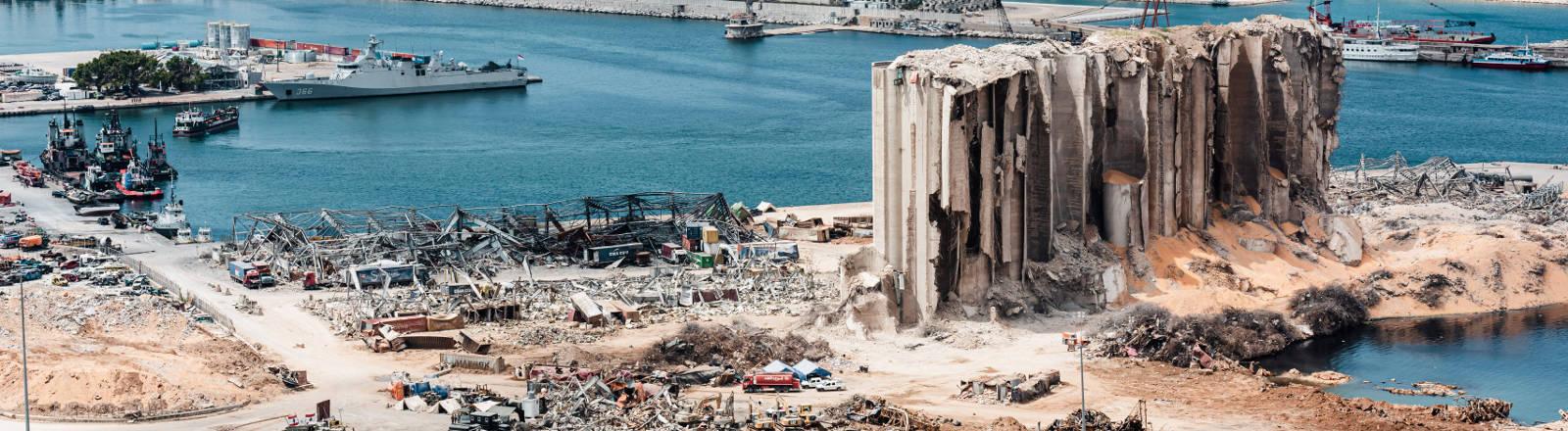 Der zerstörte Hafen in Beirut nach der Explosion