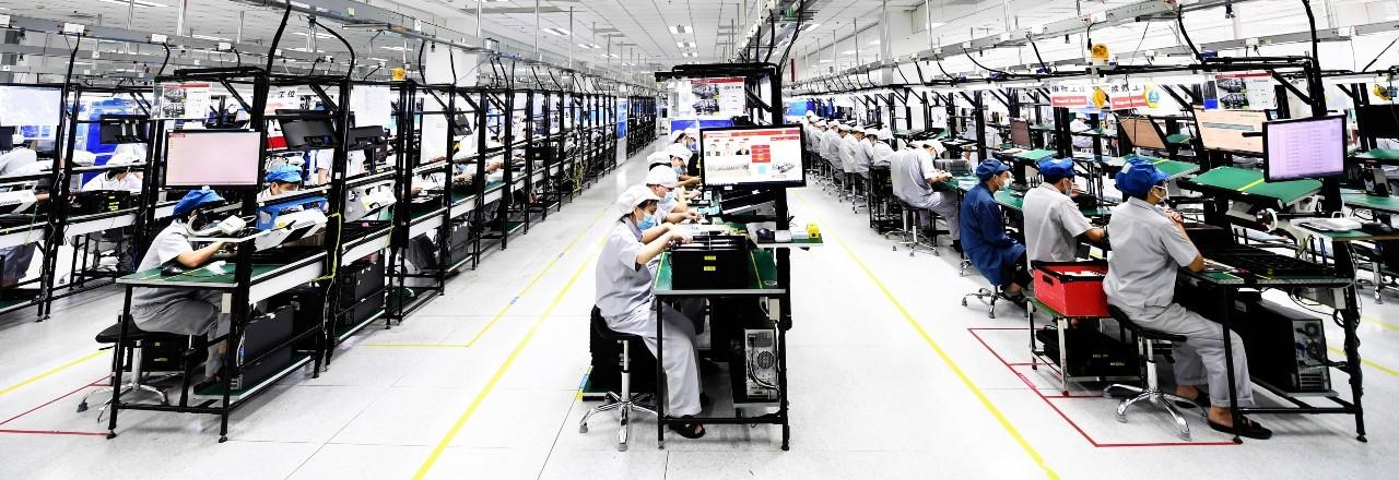 In einer Firma im chinesischen Wuhan werden Handys produziert