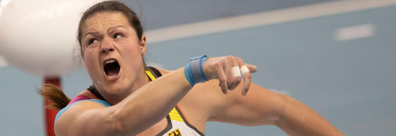 Die Kugelstoßerin Christina Schwanitz bei einem Wettkampf