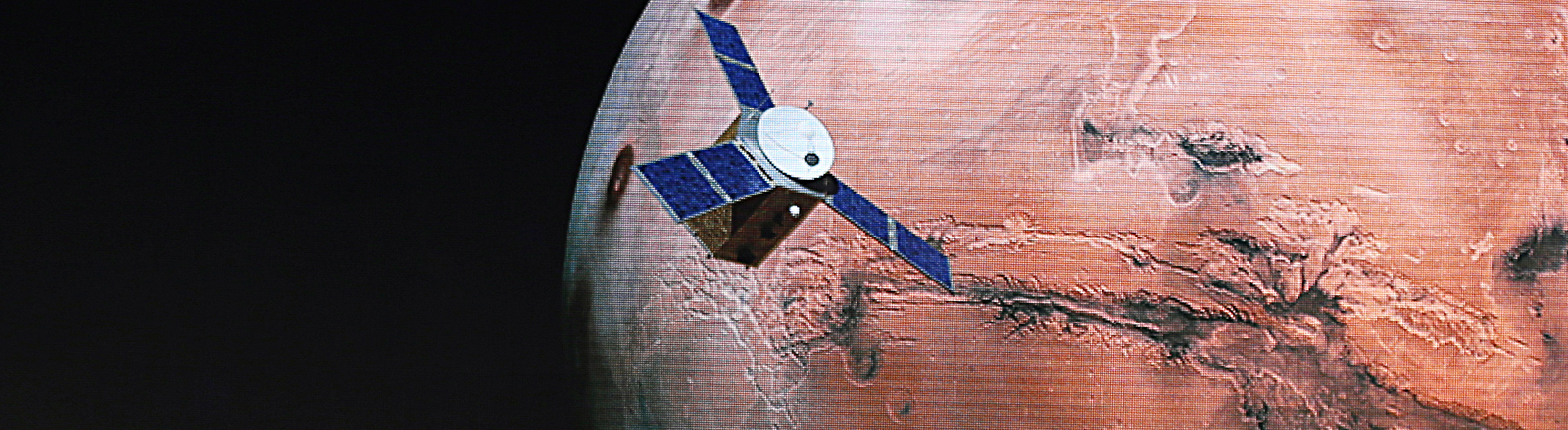 Illustration der Marssonde Hope vor dem roten Planeten Mars; Foto: dpa