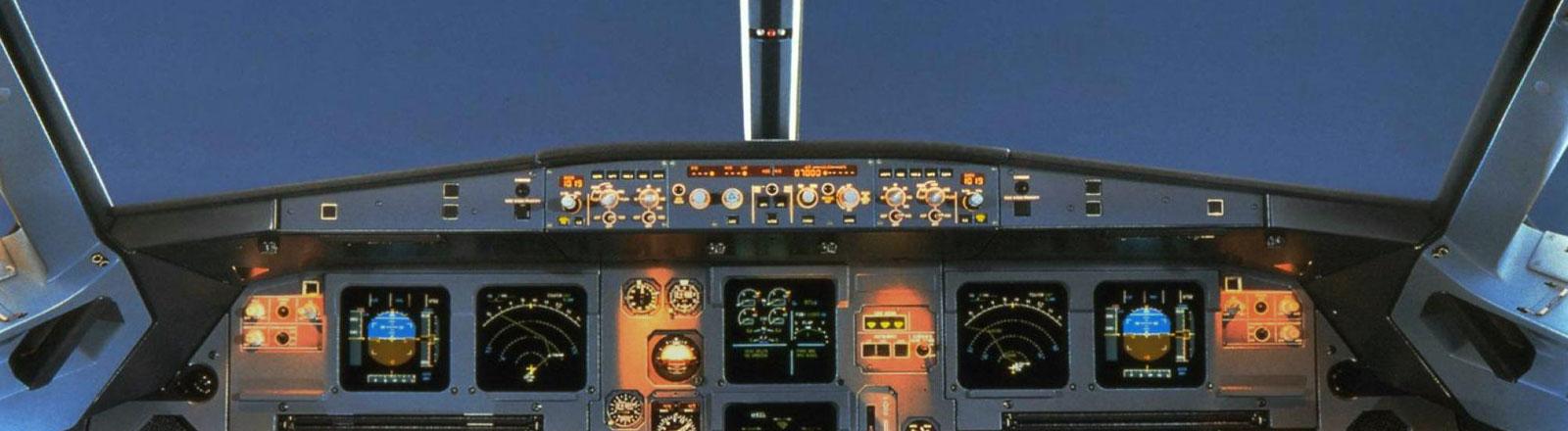 Blick in das Cockpit eines Airbus A 320.