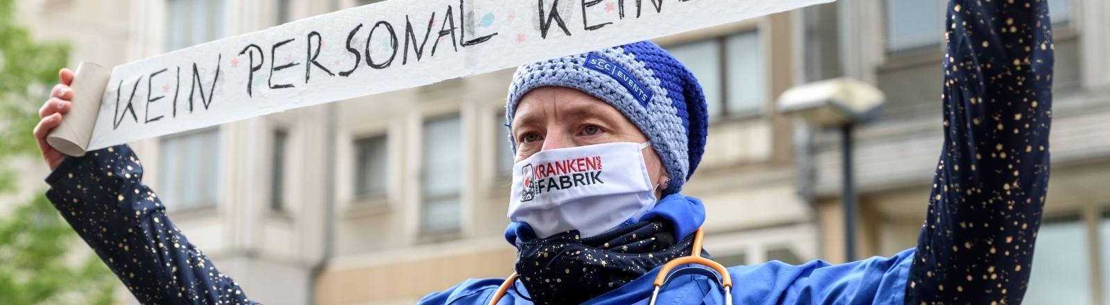 12.05.2020: Zum Tag der Pflege protestiert das Aktionsbündnis Gesundheit ohne Profite unter dem Motto Die Pflege schnappt nach Luft vor dem Bundesministerium für Gesundheit in Berlin.