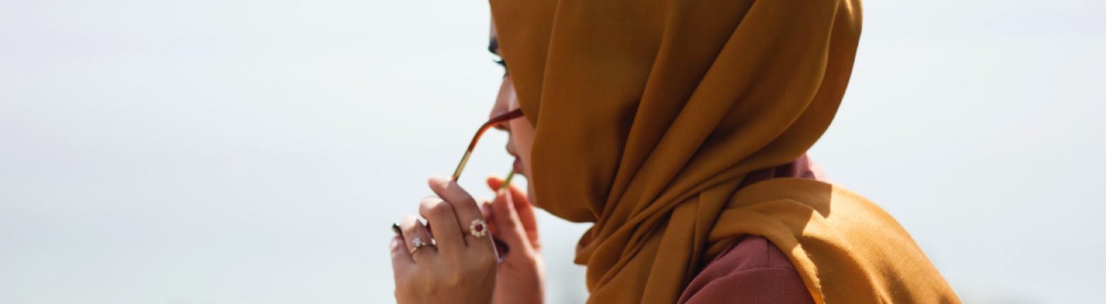 Muslima, die einen Hijab trägt