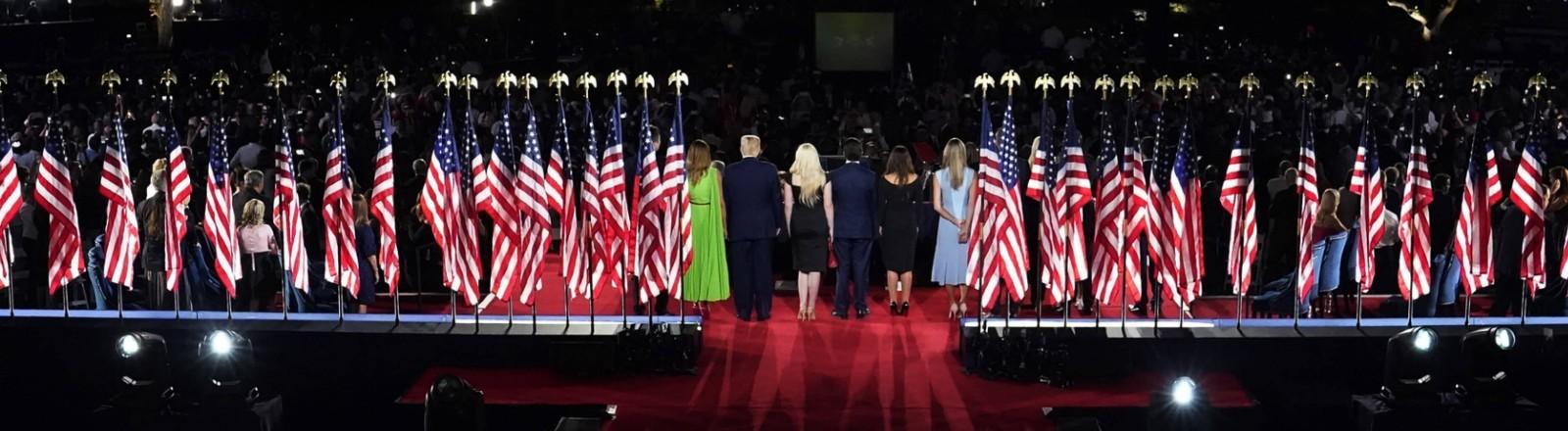 Der Nominierungsparteitag der US-Republikaner endete vor dem Weißen Haus in einem Feuerwerk.