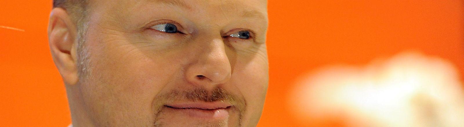 Stefan Raab zieht eine Augenbraue hoch. Bild: dpa