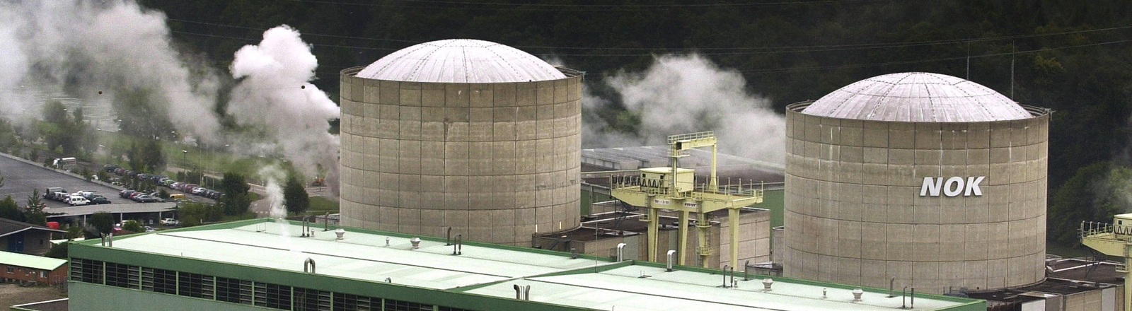 Blick auf die Reaktorblöcke des weltweit ältesten Kernkraftwerks Beznau.