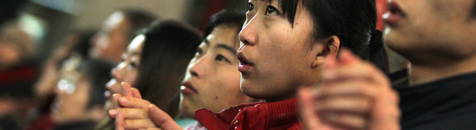 Christen während einer Messe in Xishiku-Kathedrale in Beijing